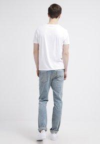 GANT - ORIGINAL SLIM V NECK - T-shirt - bas - white - 2