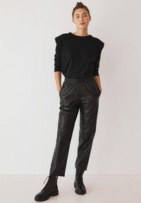Mango - APPLE - Pantalon classique - černá - 1