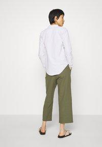 Casa Amuk - 7/8 PANT - Trousers - olive - 2