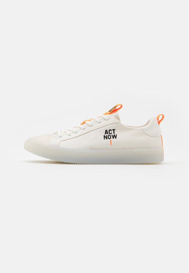 ACT NOW MAN - Sneakers laag - offwhite