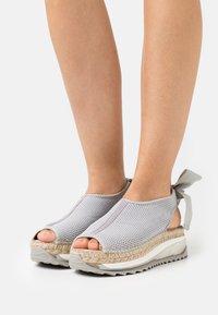 Gaimo - VILLA - Platform sandals - gris - 0