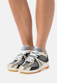 Scotch & Soda - VIVI  - Sneakersy niskie - gold - 0