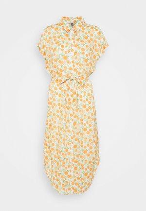PCNYA SHIRT DRESS - Sukienka koszulowa - buttercream