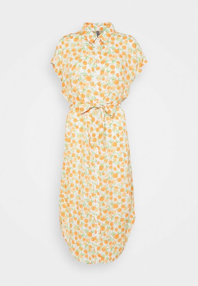 PCNYA SHIRT DRESS - Košilové šaty - buttercream