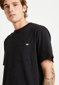 Dickies - PORTERDALE POCKET - Basic T-shirt - black - 5
