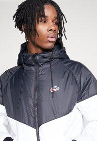 Nike Sportswear - M NSW HE WR JKT HD REV INSLTD - Kurtka przejściowa - black - 5