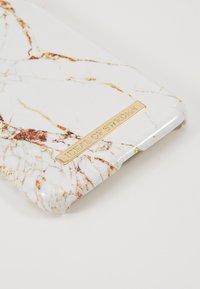 iDeal of Sweden - FASHION CASE IPHONE 11 - Portacellulare - carrara/gold-coloured - 2