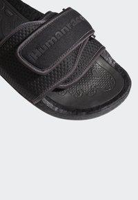 adidas Originals - PHARRELL CHANCLETAS HU - Badsandaler - core black/utility black/core black - 7
