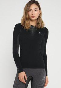 ODLO - CREW NECK PERFORMANCE WARM - Maglietta intima - black/concrete grey - 0