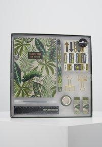 TYPO - DOT JOURNAL GIFT SET - Accessoires Sonstiges - fern foliage dark ground - 0
