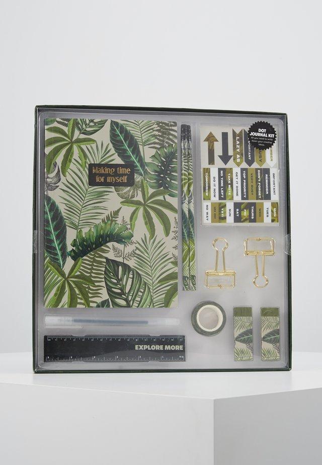 DOT JOURNAL GIFT SET - Accessorio - fern foliage dark ground