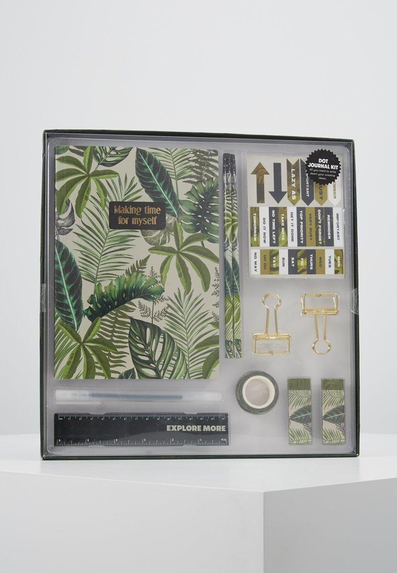 TYPO - DOT JOURNAL GIFT SET - Accessoires Sonstiges - fern foliage dark ground