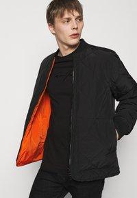 Emporio Armani - Print T-shirt - black - 3