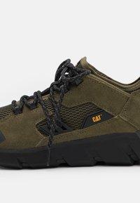 Cat Footwear - CRAIL - Sneakers laag - dark olive - 5