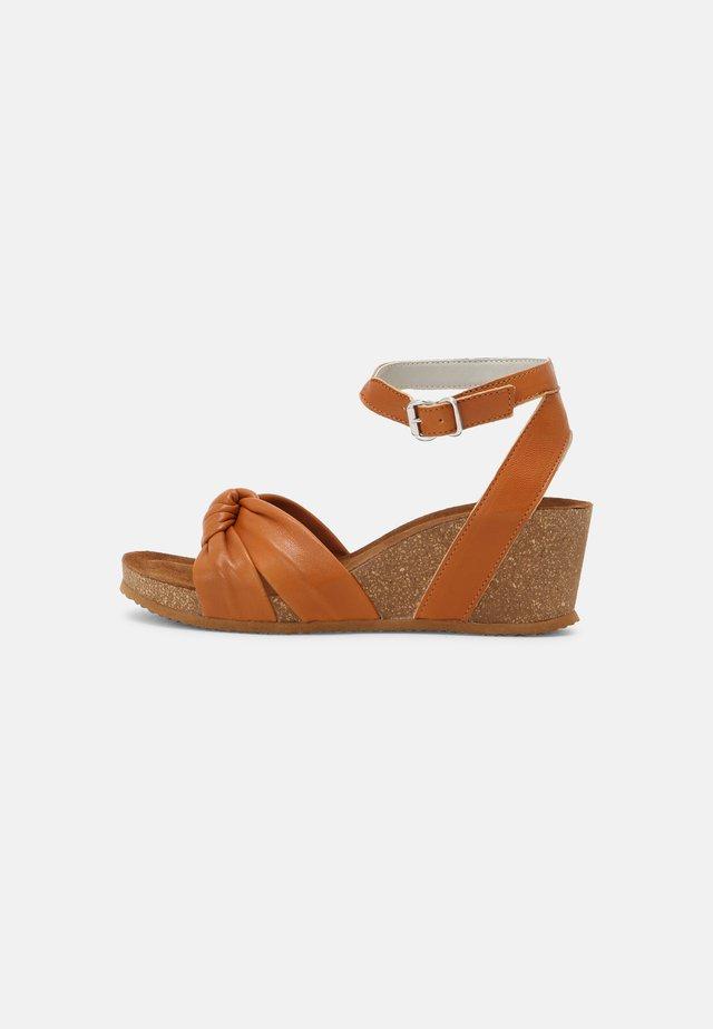 Sandales compensées - tann