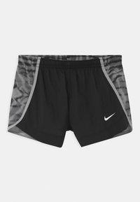 Nike Performance - DRY SPRINTER - Pantalón corto de deporte - black/light smoke grey - 0