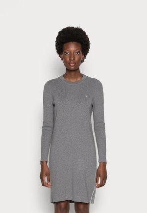 A-LINE LOGO DRESS - Pletené šaty - mid grey heather