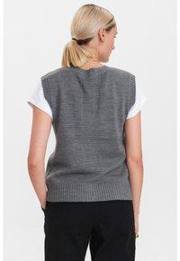 Nümph - Waistcoat - medium grey mel - 2