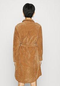 Another-Label - VALIANT DRESS - Kjole - sand - 2