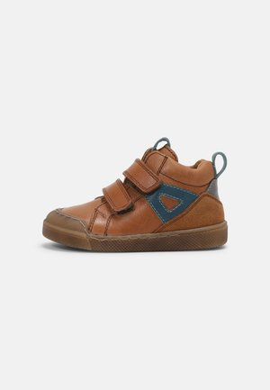 ROSARIO HIGH TOP - Baby shoes - cognac