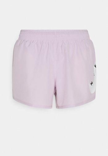 RUN SHORT - Sportovní kraťasy - iced lilac/white