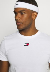 Tommy Hilfiger - TAPE  - Print T-shirt - white - 3