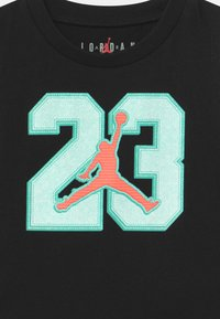 Jordan - VARSITY PATCHES SET UNISEX - Sports shorts - tropical twist - 3