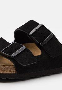 Birkenstock - ARIZONA SOFT FOOTBED UNISEX - Klapki - black - 5