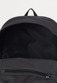 Nike Sportswear - ESSENTIALS UNISEX - Rucksack - black/dark smoke grey - 2