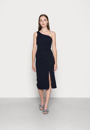PIYA ONE SHOULDER MIDI DRESS - Koktejlové šaty/ šaty na párty - navy blue