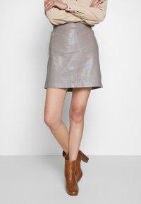 Oakwood - STREET - Leather skirt - mastic - 0