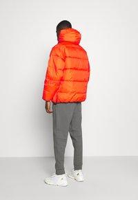 Carhartt WIP - JONES  - Zimní bunda - safety orange - 2