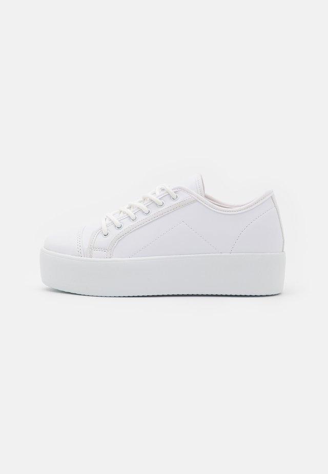 HIGH BALANCED  - Sneakersy niskie - white