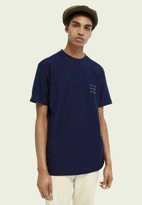 Scotch & Soda - TWILL STRUCTURED - Print T-shirt - midnight - 0