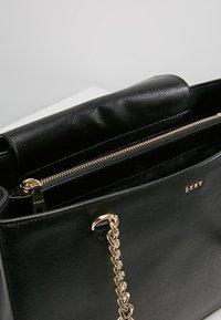 DKNY - BRYANT SHOP TOTE SUTTON - Handbag - black/gold - 4