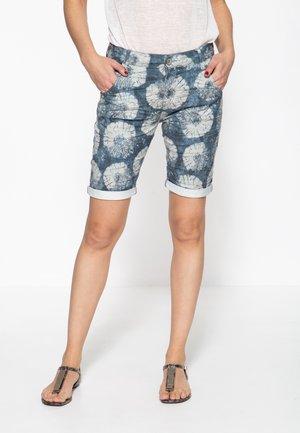 MIT BEINAUFSCHLA - Denim shorts - denim