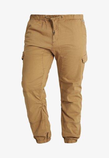 LEVI PLUS - Cargo trousers - amber