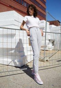 Nike Sportswear - BLAZER 77 - Sneakersy wysokie - pink foam/white - 2