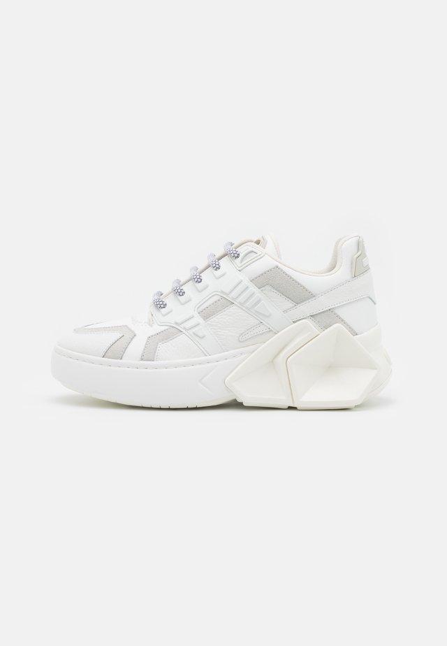 SILVERSTONE UNISEX - Sneakersy niskie - white