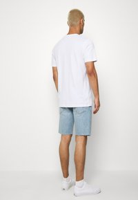 Levi's® - SLIM SHORT - Jeansshort - light-blue denim - 2