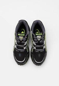 ASICS SportStyle - GEL 1090 UNISEX - Sneakers - black/pure silver - 3