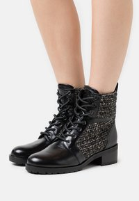 MICHAEL Michael Kors - BRONTE BOOT - Lace-up ankle boots - black/natural - 0