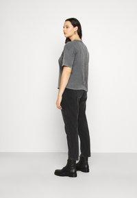 Vero Moda Curve - VMFOREVER OVERSIZED - T-shirts med print - black - 2