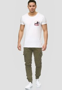 INDICODE JEANS - AUGUST - Cargohose - army - 1