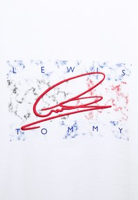 Tommy Hilfiger - LEWIS HAMILTON UNISEX OVERSIZED LOGO TEE - T-shirt print - white - 7