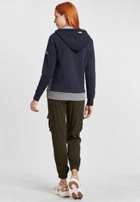 Oxmo - AGGI - Zip-up hoodie - insignia blue - 2