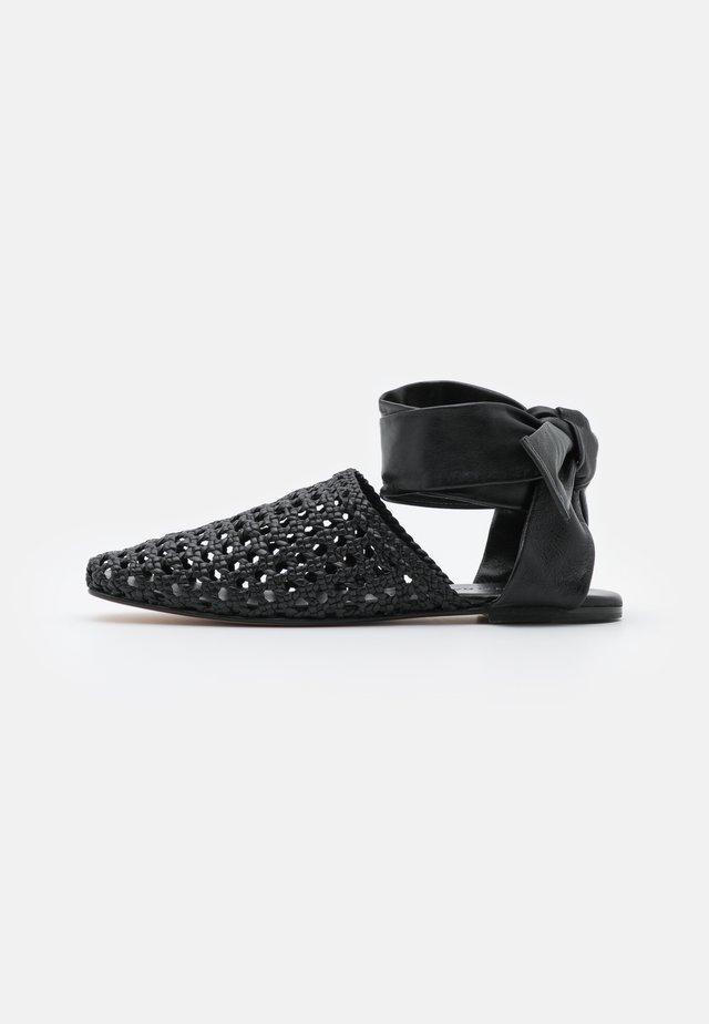 MELLY 8 - Ballerine con cinturino - mignon black
