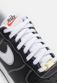 Nike Sportswear - AIR FORCE 1 '07 - Sneakers basse - black/white/sail/team orange - 5