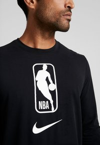 Nike Performance - NBA LONG SLEEVE - Camiseta de deporte - black/white - 5