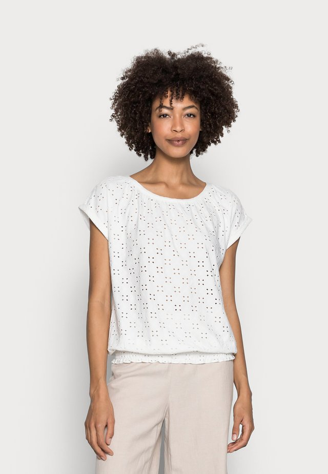 INGELA - T-shirt con stampa - offwhite